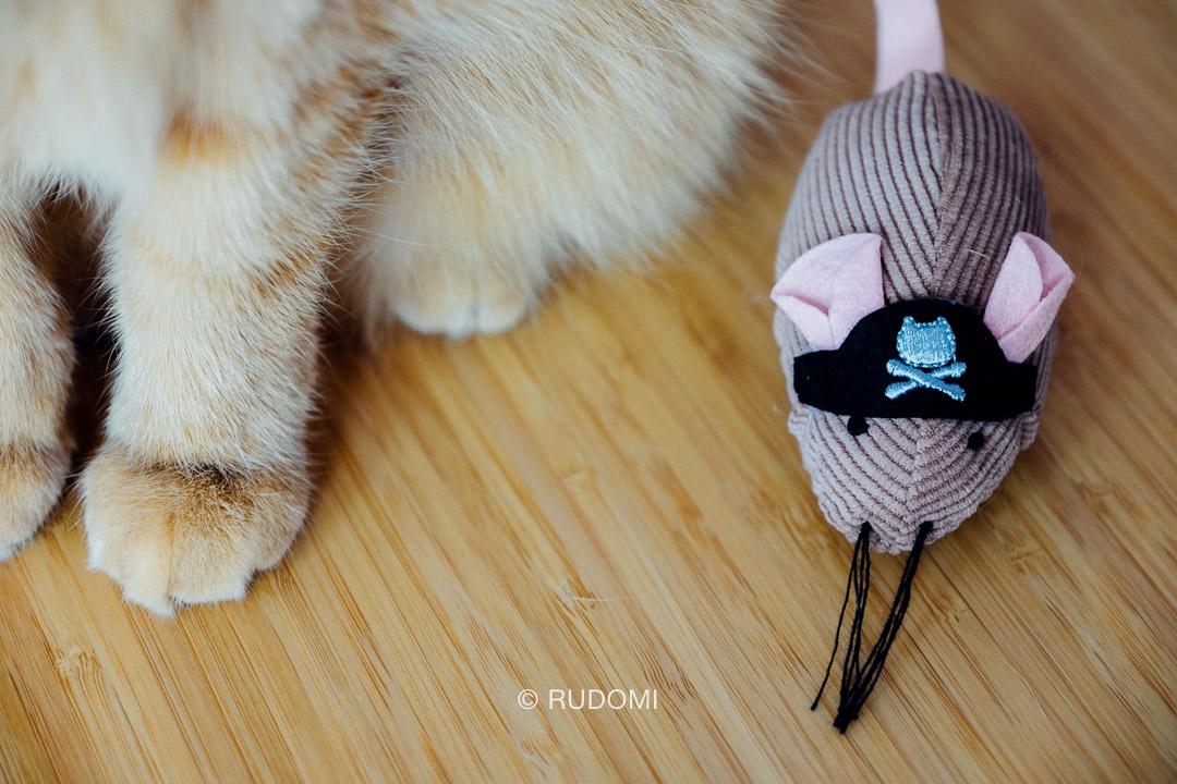 Zabawka dla Rudych, mysi pirat.